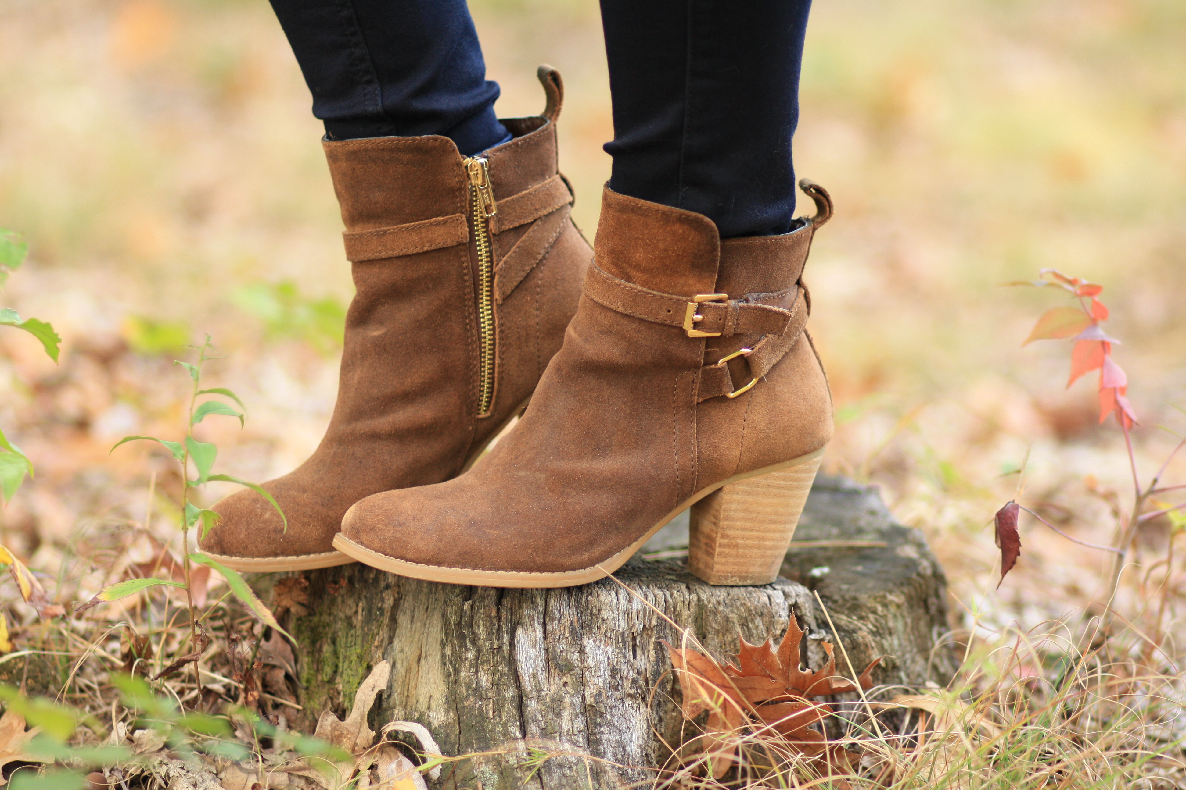 Women's Booties and Ankle Boots for Fall Step into the season in a style-defining way when you incorporate our amazing selection of ankle boots into your fall wardrobe. You'll love the subtle tweak that a well-chosen pair of booties puts to your favorite ensembles.