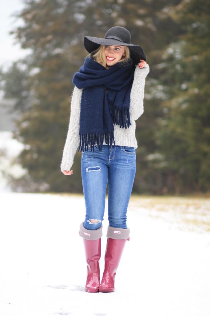 Snow Uniform: Chunky turtleneck, Oversized scarf & Hunter boots }