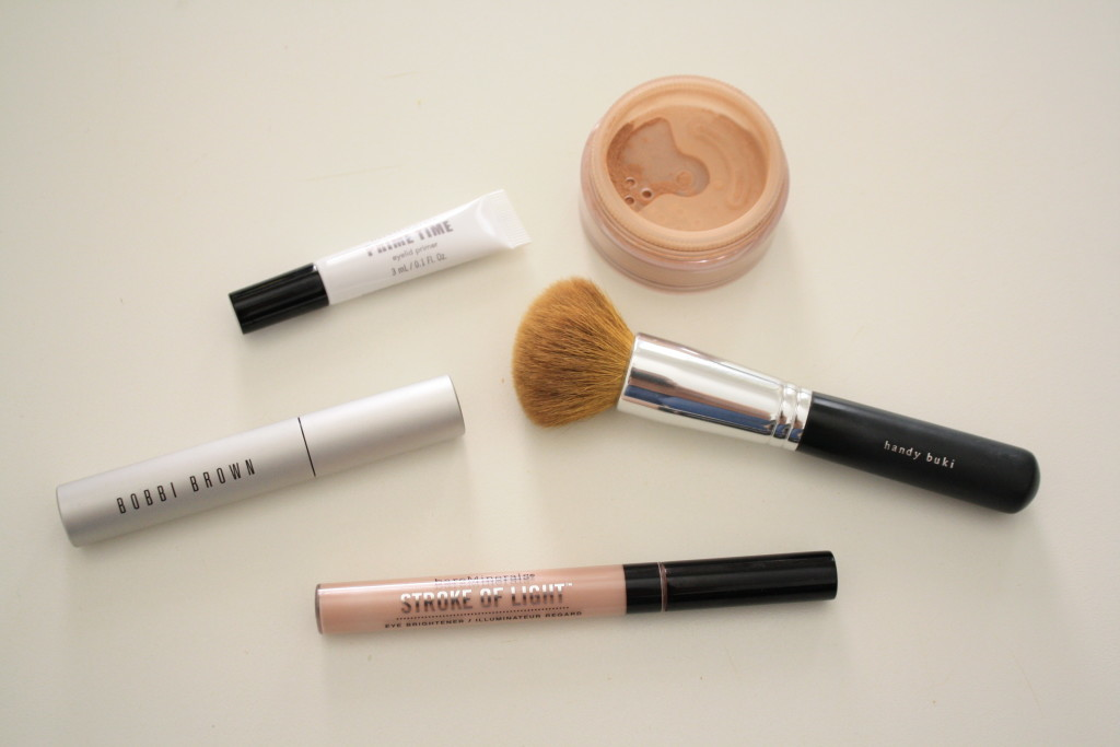 Bare Minerals Bare Escentuals best makeup brush application, beauty essentials every woman needs, top everyday beauty essentials, eyeshadow primer, undereye concealer, Bobbi Brown smokey eye mascara review