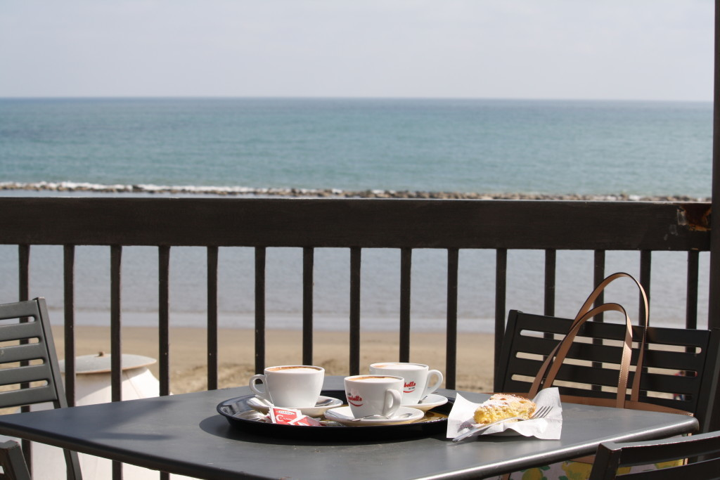 cappucino on the beach in Nettuno, Italy, Italian fashion travel blogger