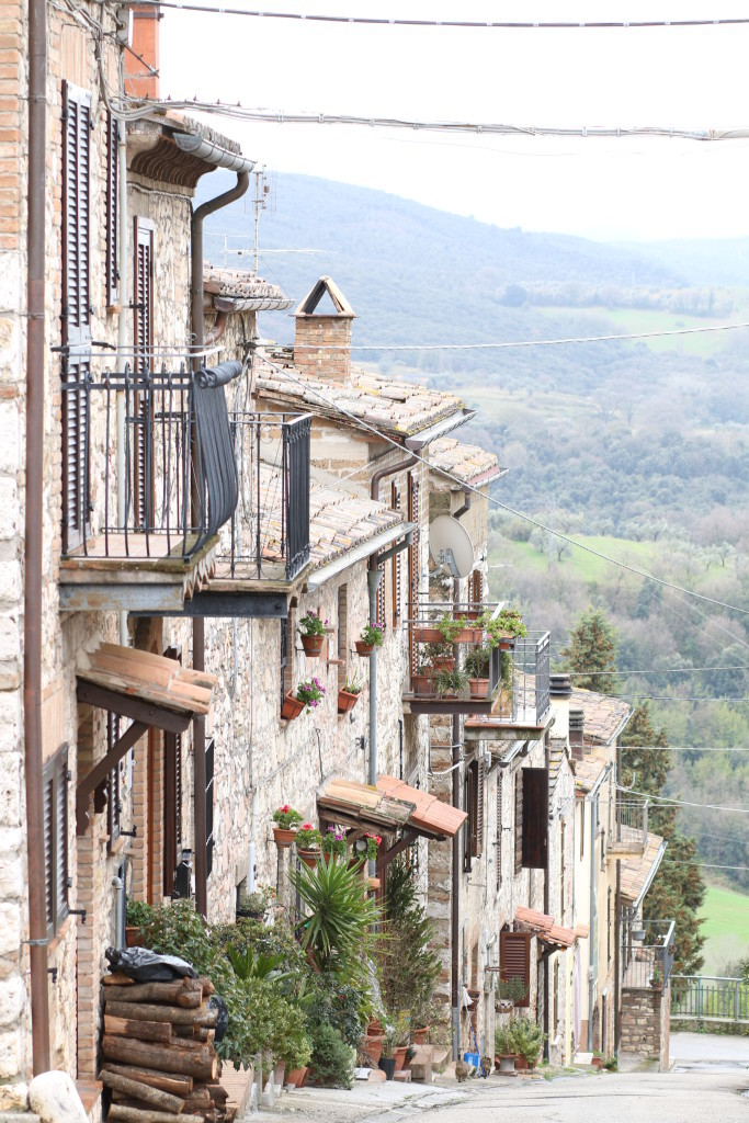 small town in Umbria, Italy, Italian countryside