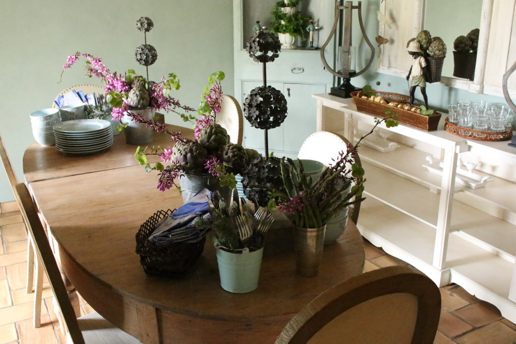 spring decor tablescape ideas, Italian bed and breakfast Viterbo, Italy, spring brunch ideas, Relais Villa Rossi Danielli estate of Maria Renata