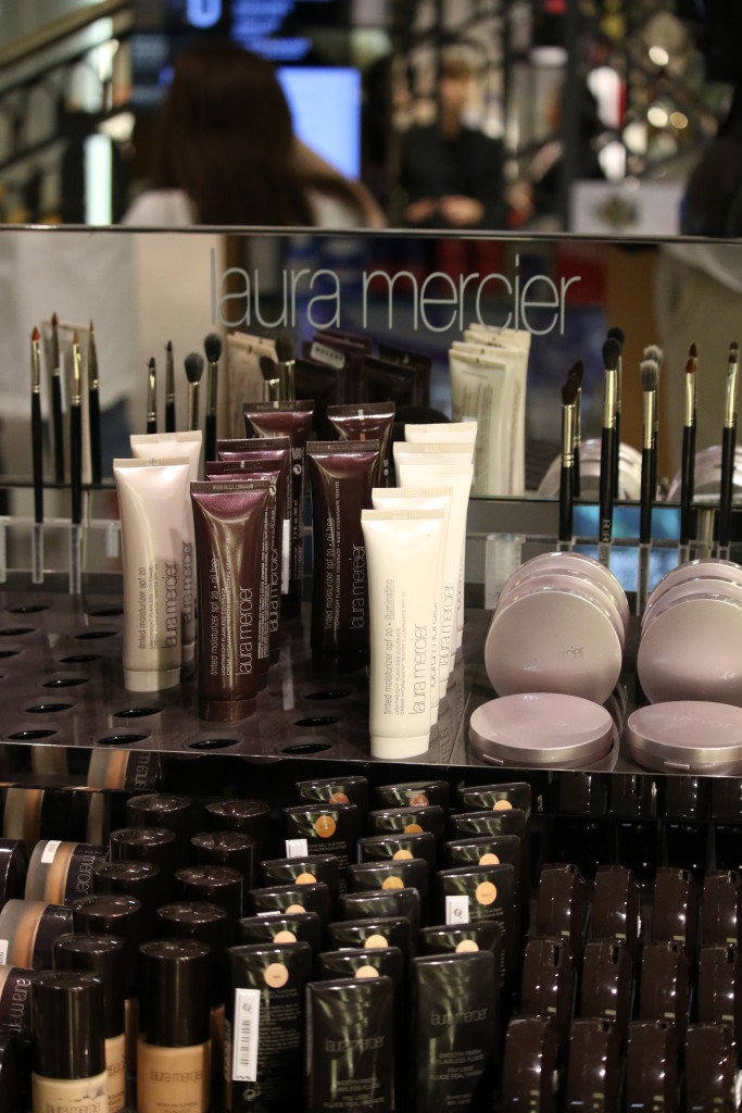 Laura Mercier makeup foundation, makeup brushes, how to apply liquid foundation and tinted moisturizer using sponge