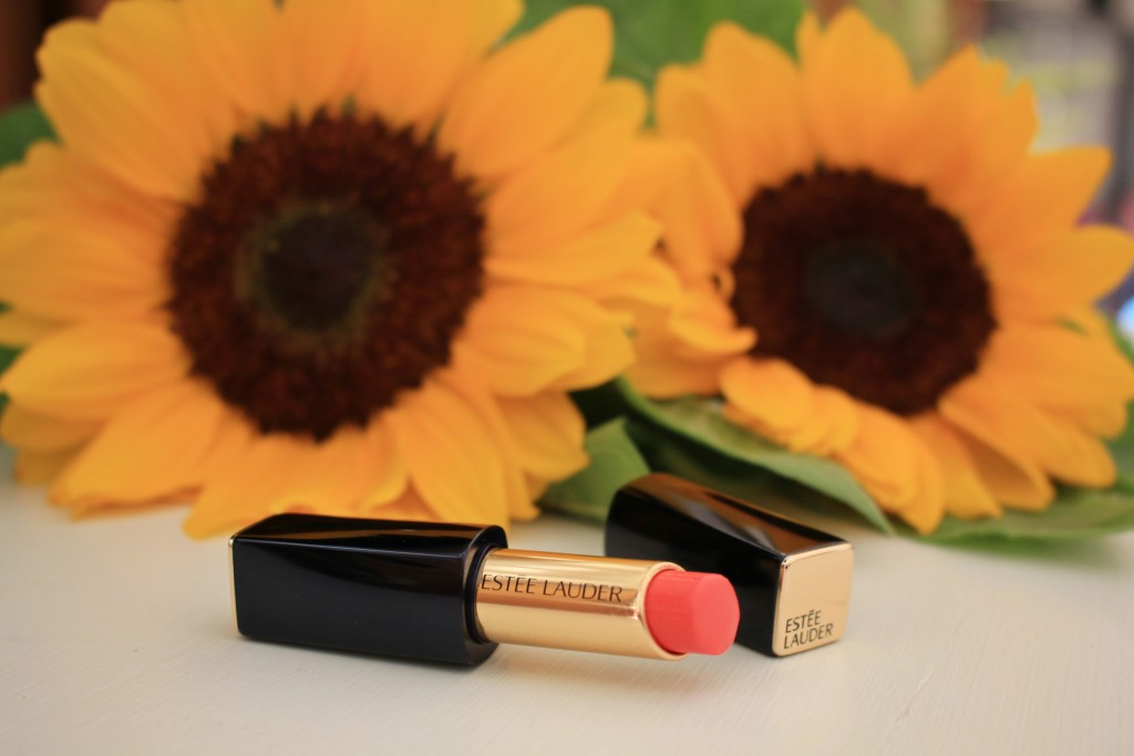 Estee Lauder pure color envy shine Surreal Sun, perfect coral pink lipstick for fair skin, best coral lipstick for summer, beauty review