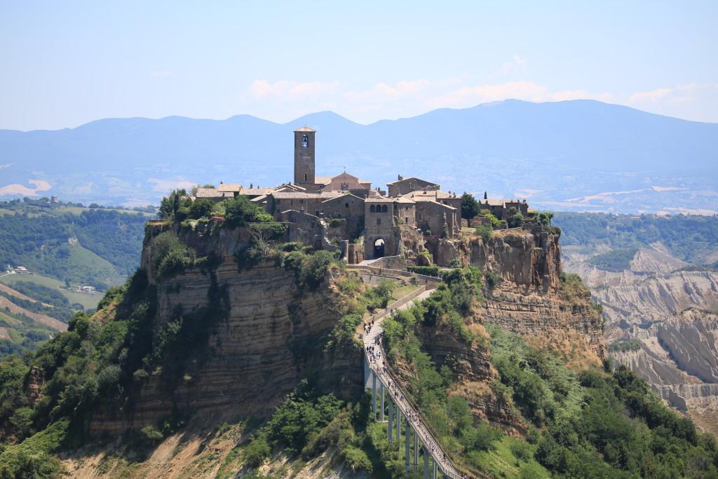 Civita di Bagnoregio, travel review, Italian fashion blog, traveling in Italy countryside, sightseeing in Lazio