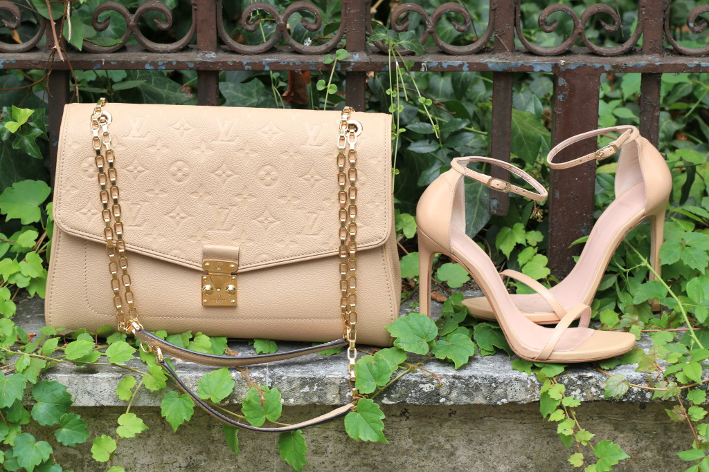 Louis Vuitton St. Germain flap bag in dune leather, beige bag, Stuart Weitzman 'Nudist' sandals adobe leather, neutral beige handbag
