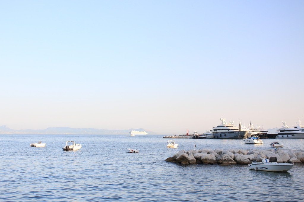 Napoli waterfront, boats in Naples, photography Italy, travel blogger