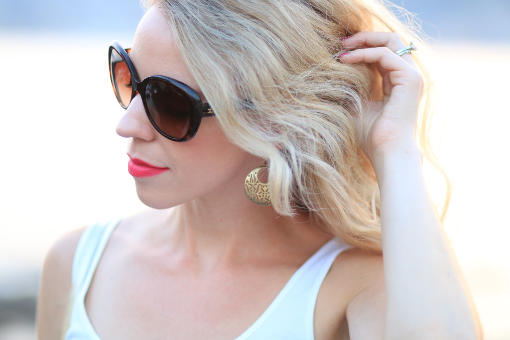 Stila 'Amalfi' stay all day liquid lipstick, Chanel oversized tortoiseshell sunglasses, best summer lipstick