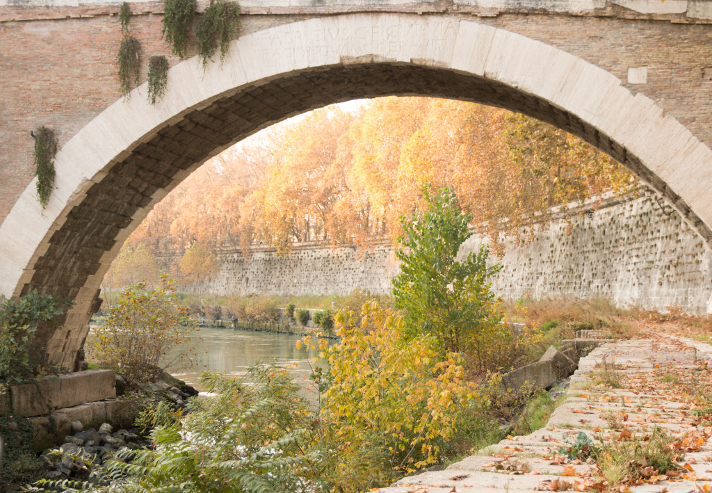 Rome, Lungotevere, bridge photography, fall in Rome, fall color photography Rome Italy, travel blogger