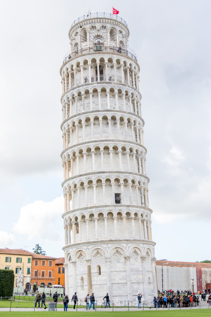 leaning tower of Pisa, Italy travel blogger
