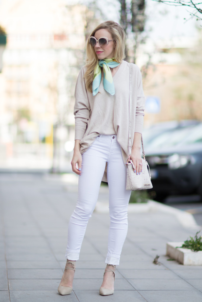 oversized beige sweater with white skinny jeans b9a1582da