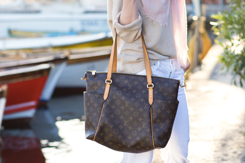 Louis Vuitton Totally MM monogram tote, bllush pink scarf with beige sweater and white jeans
