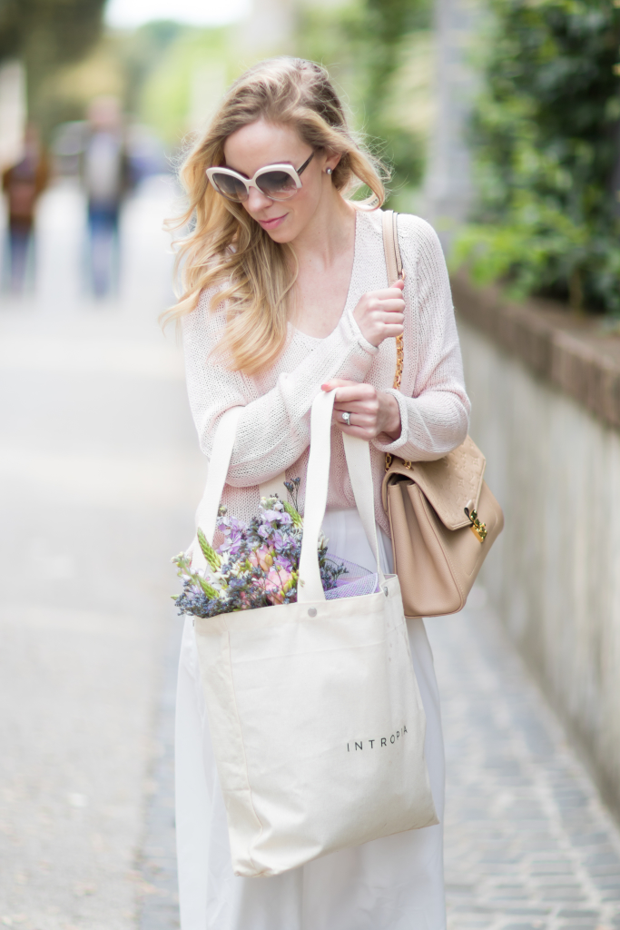 Dior Extase oversized beige sunglasses, Intropia tote bag, light pink sweater with white culottes