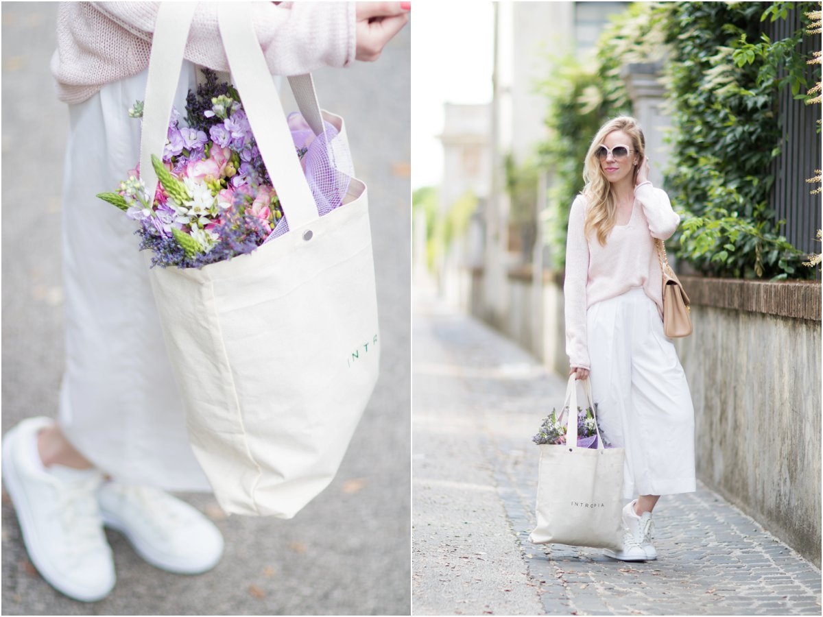 Intropia tote bag, light pink sweater with white culottes and sneakers, casual outfit with wide leg culottes and Stan Smith sneakers