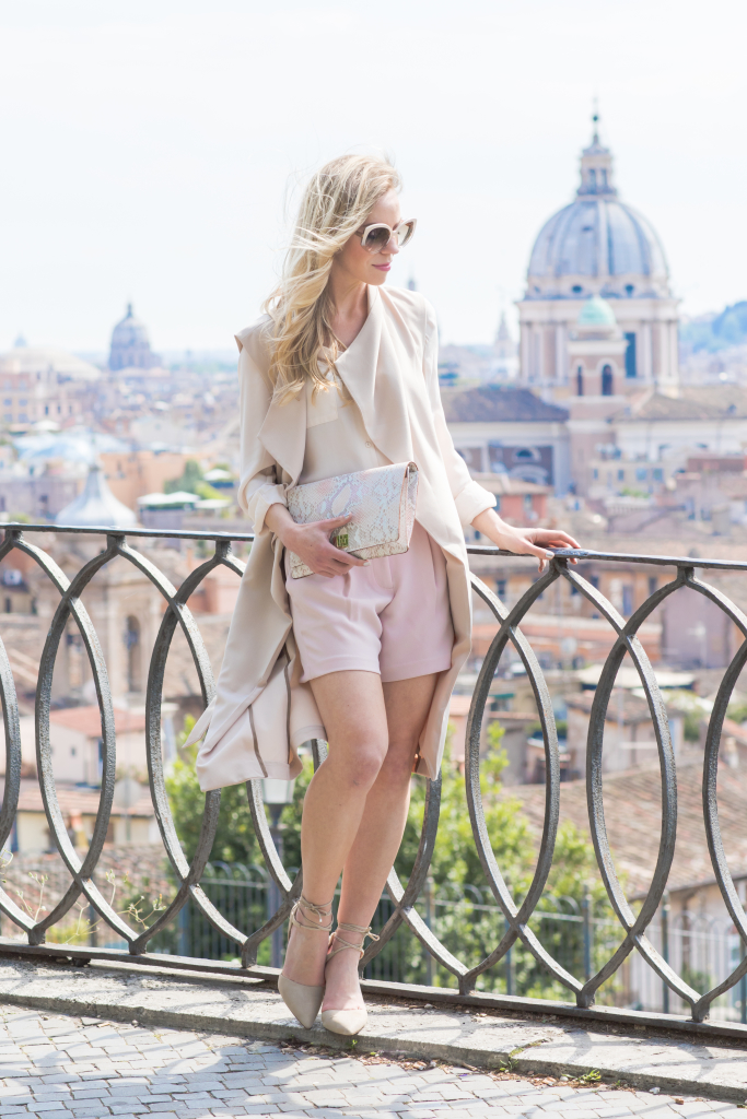 blush pink shorts, lace up sandals, long beige vest, how to wear long vest with shorts, fashion blogger Rome Italy