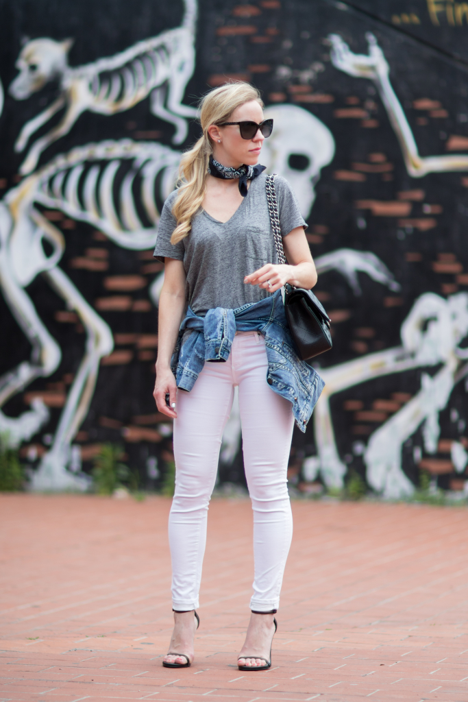 how to wear denim jacket around the waist, edgy look with v-neck tee and black bandana neck scarf