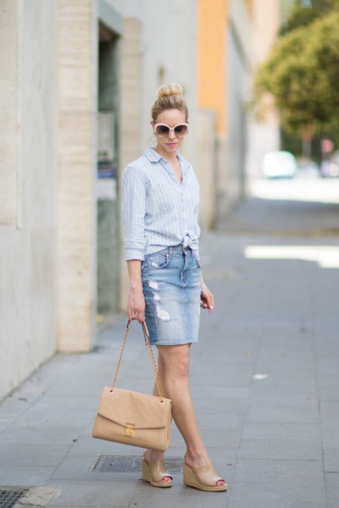 blue and white striped shirt tied at waist, tie-up button down with denim pencil skirt, how to wear a denim skirt with mules, what to wear with a denim skirt