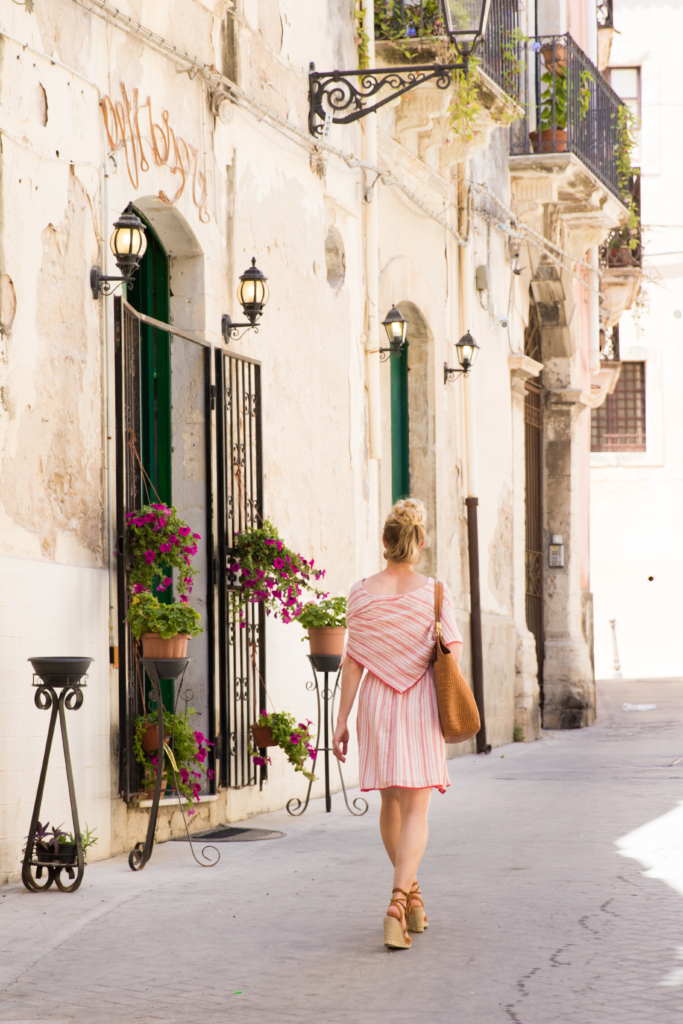 Siracusa Italy, travel blogger, what to wear on summer vacation in Italy