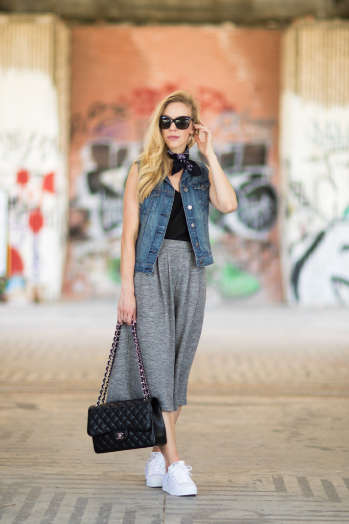denim vest with cropped pants and sneakers, black bandana with denim jacket, how to wear wide leg culottes with sneakers