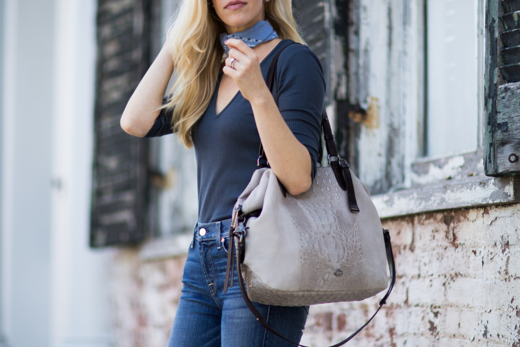 brahmin-delaney-stone-wilmington-tote-blue-bandana-tied-at-neck-outfit-how-to-wear-bandana-trend