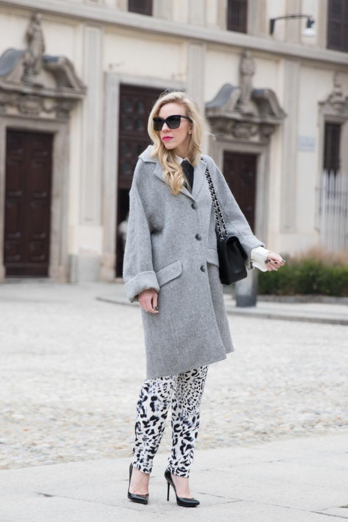 intropia-gray-oversized-coat-bow-neck-blouse-leopard-print-pants-milan-fashion-week-street-style-aw16-fashion-blogger