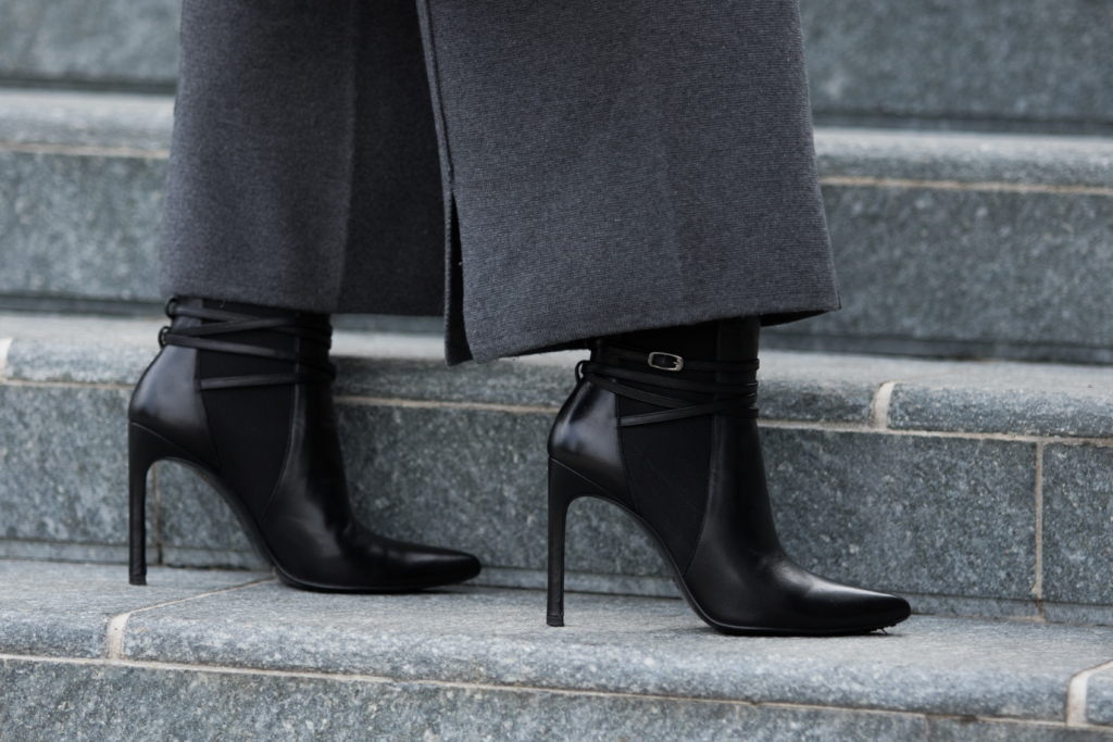 stuart-weitzman-black-leather-booties-how-to-wear-booties-with-culottes