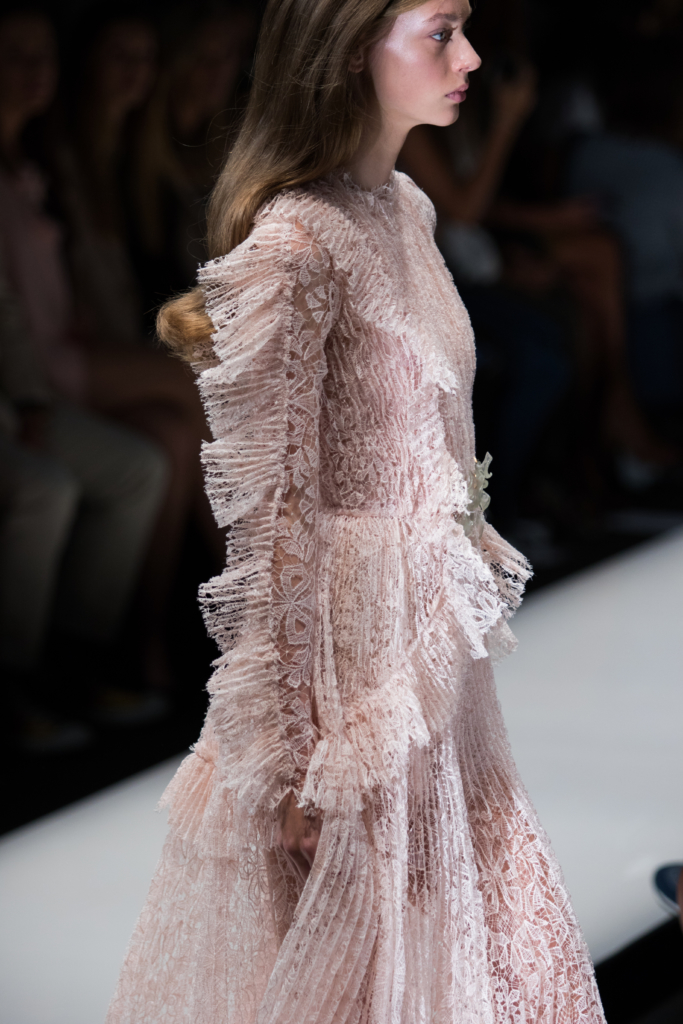 ermanno-scervino-runway-show-milan-fashion-week-ss17-lace-victorian-style-dress