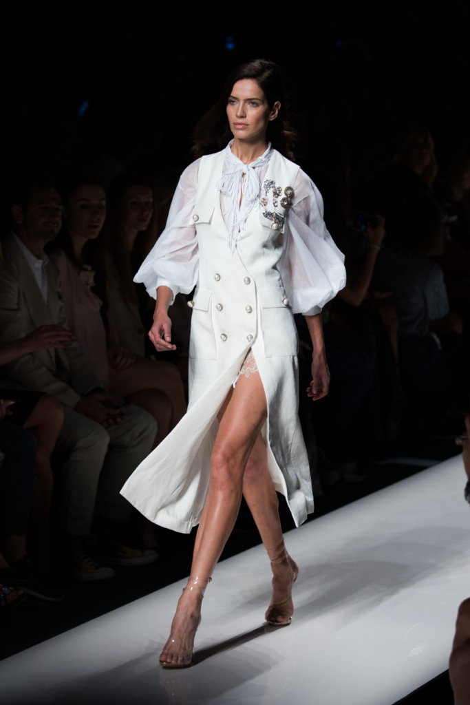 ermanno-scervino-runway-show-milan-fashion-week-ss17-white-button-dress-with-balloon-sleeves