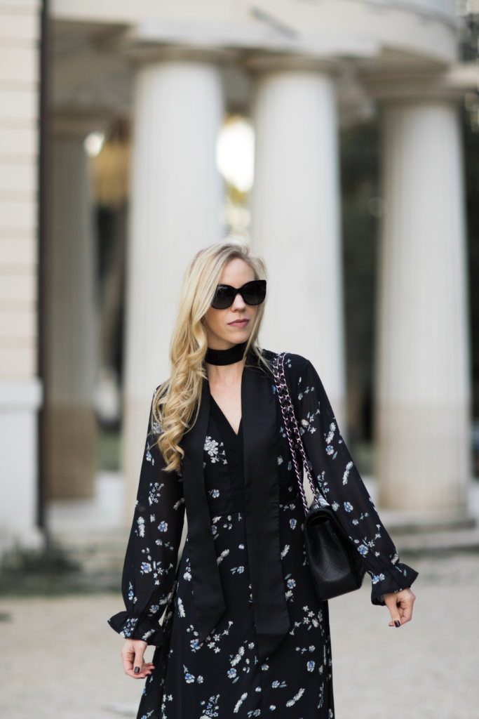black-floral-maxi-dress-with-black-skinny-scarf-chanel-jumbo-classic-flap-bag-black-caviar-silver-hardware-stila-baci-nude-pink-lipstick