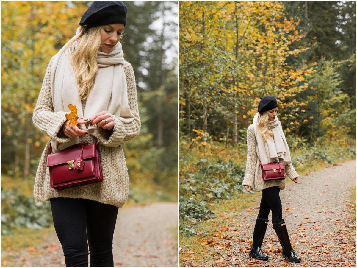 chic-layered-look-with-oversized-sweater-and-hunter-boots-best-fall-outfit-with-hunter-rain-boots