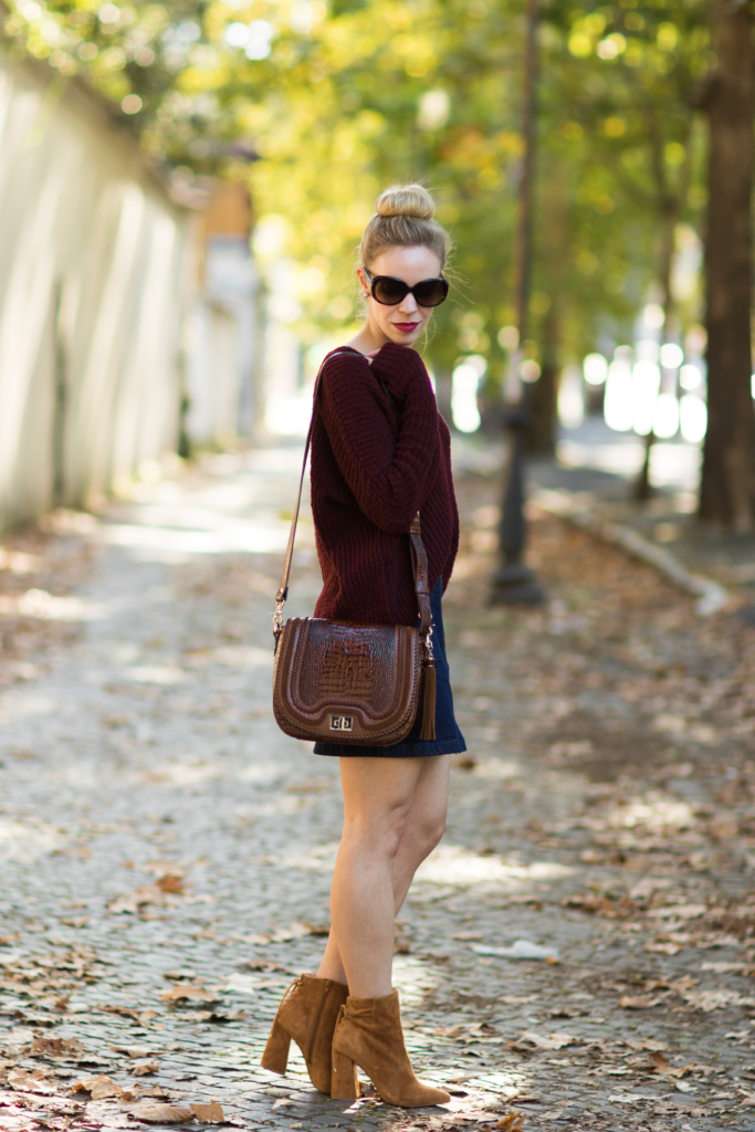 oversized-sweater-with-denim-mini-skirt-and-booties-cognac-suede-block-heel-booties-how-to-wear-70s-inspired-block-heel-boots