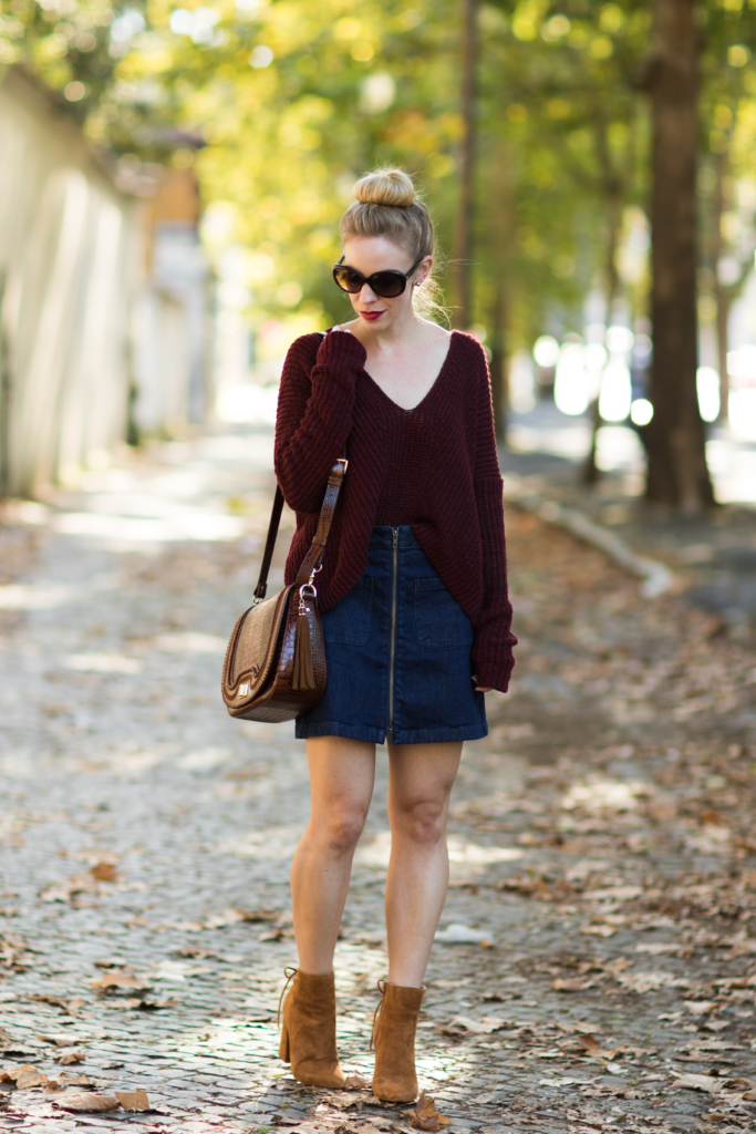 oversized-sweater-with-denim-mini-skirt-and-booties-how-to-wear-a-denim-mini-skirt-for-fall-denim-skirt-with-booties-fall-outfit