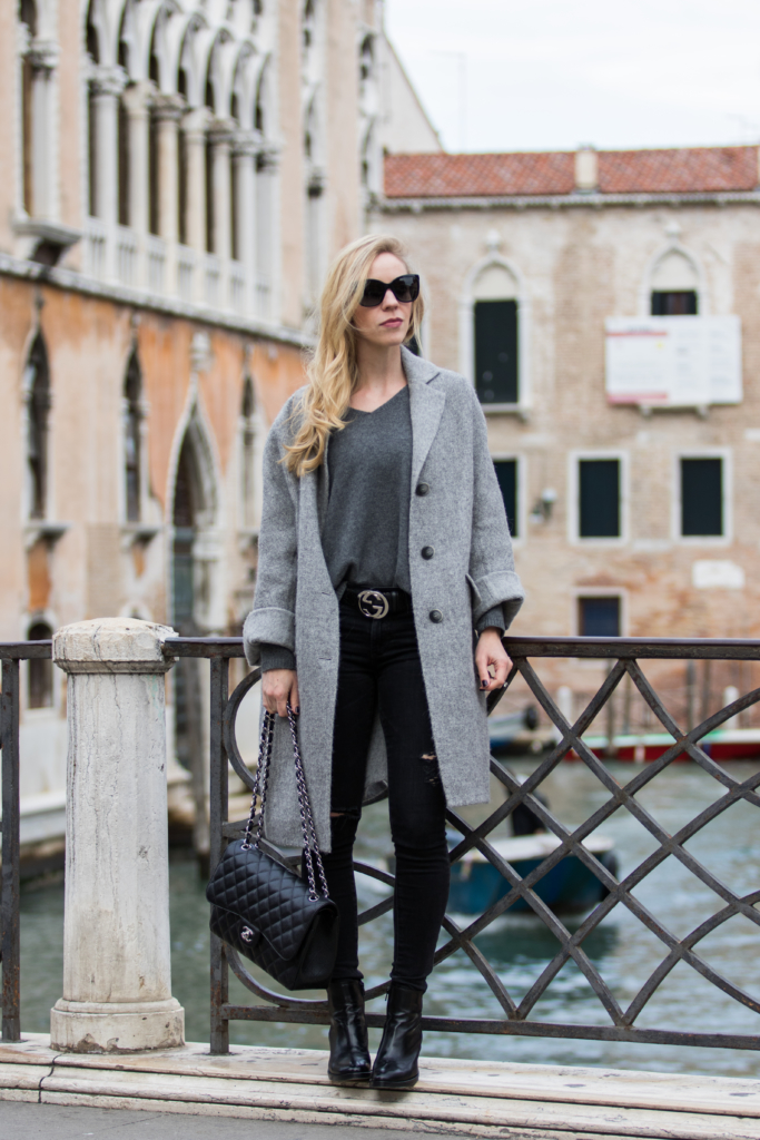 intropia-oversized-gray-coat-how-to-make-an-outfit-look-edgy-gray-coat-with-black-distressed-jeans-gray-coat-fall-outfit