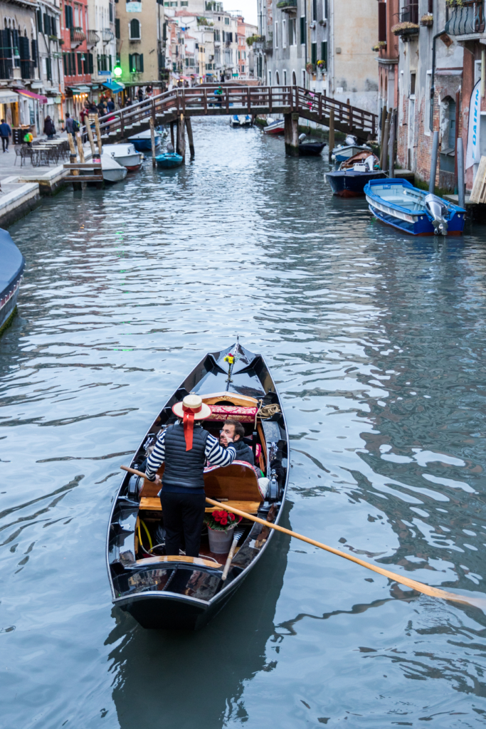 venice-italy-gondola-travel-blogger-living-in-italy