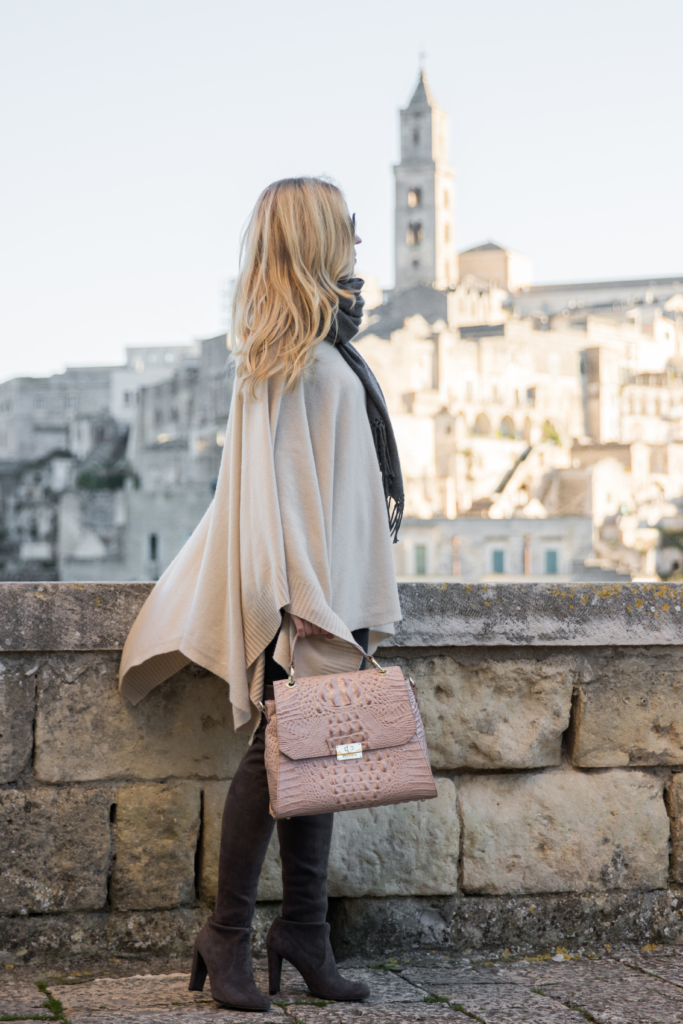 beige-poncho-brahmin-brinley-satchel-silk-melbourne-stuart-weitzman-over-the-knee-boots-londra-suede-matera-italy