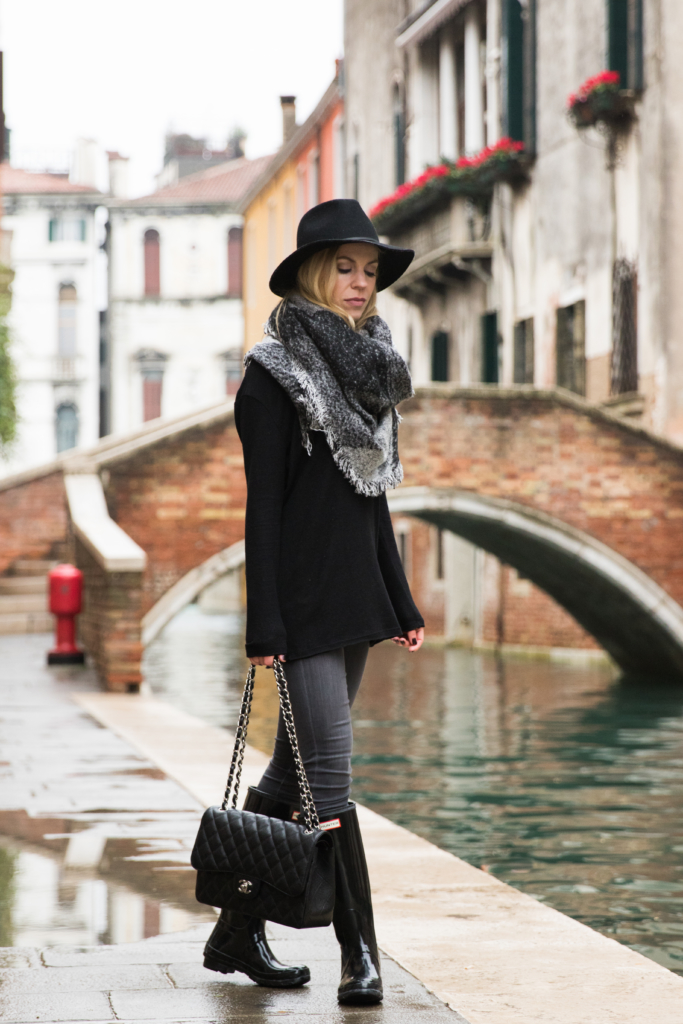 black-tunic-sweater-with-gray-jeans-and-blanket-scarf-black-and-gray-blanket-scarf-black-hunter-boots-fall-outfit