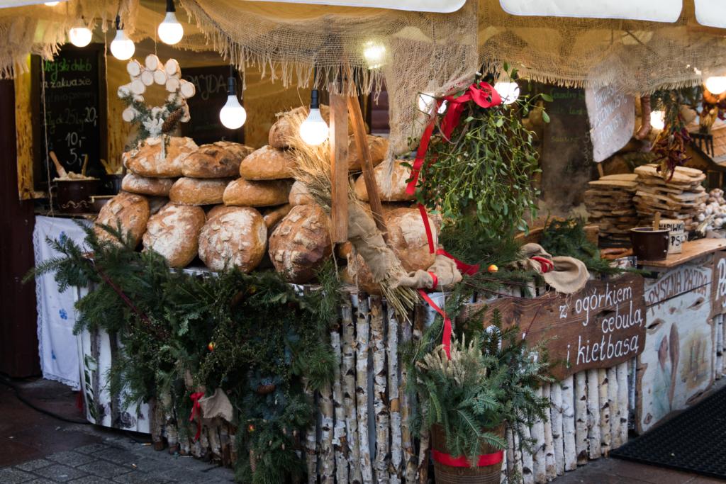 christmas-market-krakow-poland-food-to-eat-at-christmas-markets-in-poland-traditional-polish-food