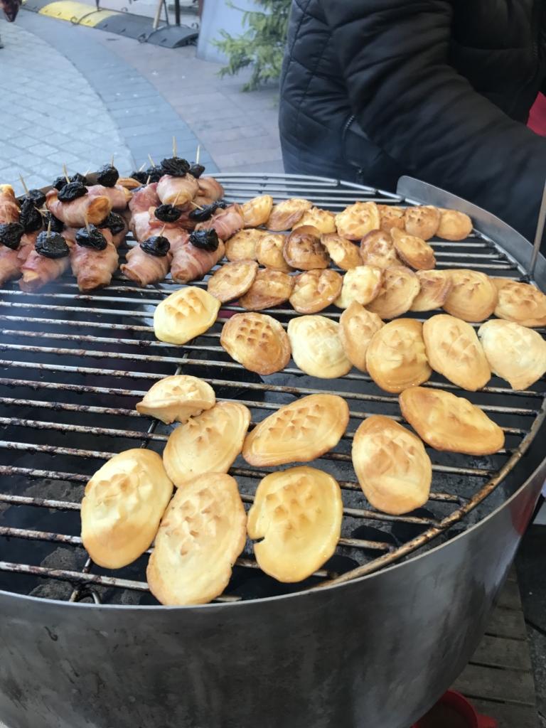 grilled-mountain-cheese-christmas-market-krakow-poland