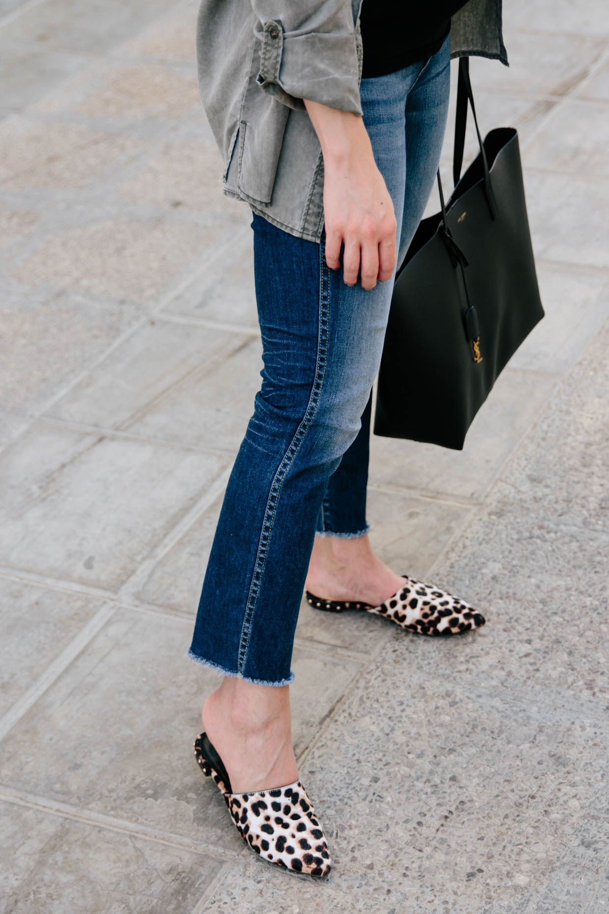 988d3da21e2b The best jeans to wear with pointy toe mule slides