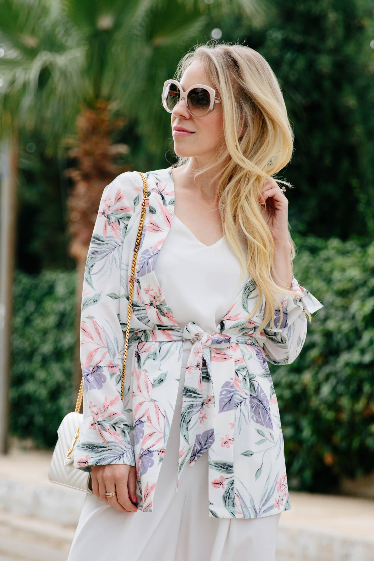 7fbdc9c1895 How pretty is the tropical print on this kimono jacket  I love how fresh it  looks with all-white and it s also lightweight