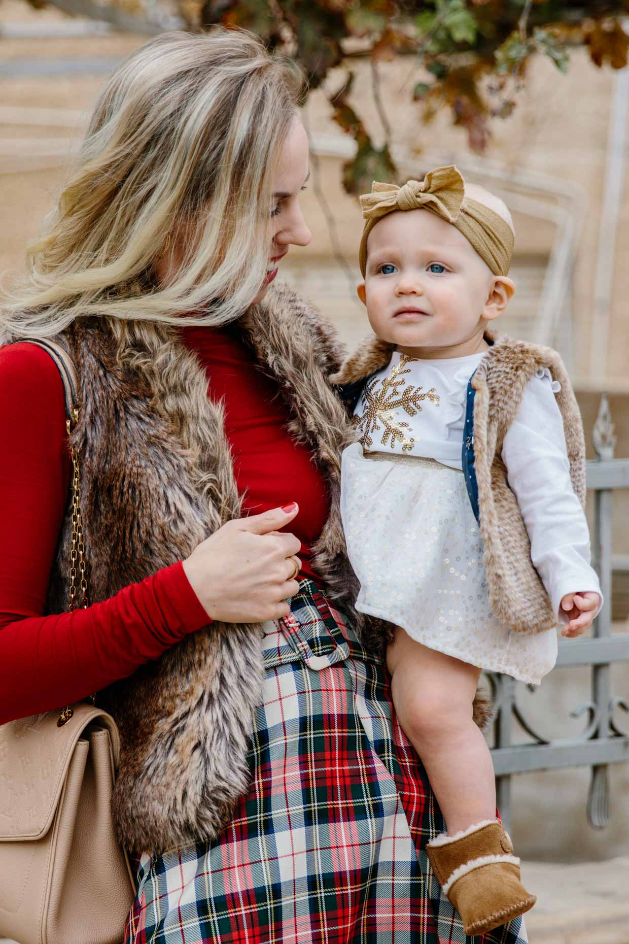 'mommy  me' christmas outfit idea with faux fur vests